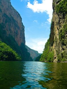 35 Astonishing Places Around the World - Sumidero Canyon, Mexico--Repinned by Gold Suites Vacation rentals. Where are you going? #travel http://www.goldsuites.com
