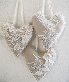 Linen love -- lace on linen hearts