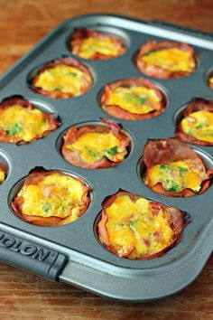 These Ham and Cheese Egg Cups are the easy healthy low carb breakfast recipe you need! Just 82 calories or 2 Weight Wat