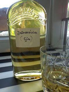 Smaki Ewy: Gin czyli jałowcówka ( prostota z aromatem ) Homemade Cider, Cheap Wine, Sugar Free Desserts, Irish Cream, Fruit Recipes, Gin, Food And Drink, Drinks, Bottle
