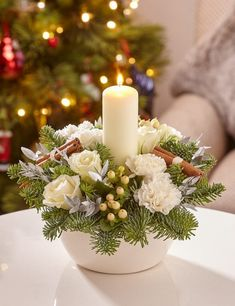 Get some amazing ideas on Christmas candle decorations. We have all you need to inspire yourself and create some gorgeous candle centerpieces. Christmas Candle Centerpieces, Christmas Candle Lights, Christmas Flower Arrangements, Candle Arrangements, Decoration Christmas, Christmas Flowers, Christmas Tablescapes, Xmas Decorations, Floral Arrangements