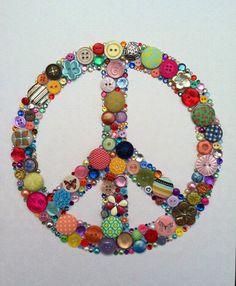 Peace Sign Buttons & Swarovski Rhinestones Wall by BellePapiers Art Hippie, Hippie Peace, Hippie Love, Button Art, Button Crafts, Peace Sign Art, Peace Signs, Hippie Party, Atelier D Art