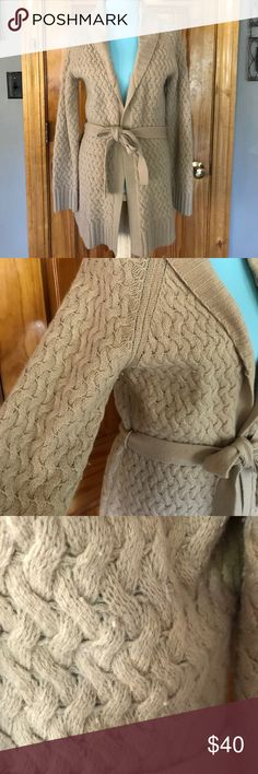 Banana Republic camel duster Banana Republic large camel color cable weave duster sweater. 70% lambs wool, 20% angora rabbit hair, 10% nylon. A little pilling started, but still in really good condition. Banana Republic Sweaters