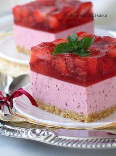 Kulinarne Spotkania: Sernik truskawkowy na zimno.no bake strawberry cheesecake. Polish Desserts, Polish Recipes, Mini Desserts, No Bake Desserts, Delicious Desserts, Sweet Recipes, Cake Recipes, Dessert Recipes, Russian Cakes