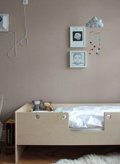 Das Babybett wird zu klein, doch der große Schatz ist doch noch zu klein für ein richtig großes Bett?   Dann ist dieses Kinderbett genau das richti...