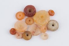 """ACRAuctionE21: 7 - Lotto multiplo di 13 ornamenti in corniola, calcedonio e agata. Arte Vicino orientale, I-II millennio a.C.; ; Non si accettano restituzioni.<br class=""""eng_sep"""" />Multiple lot of 13 carnelian, agate and chalcedony necklace beads. Near East art, 1st - 2nd millenium BC ; ; Lot sold as seen - no returns. - Dea Moneta"""
