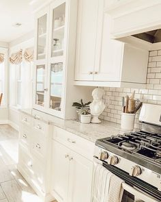 Simple design for farmhouse gray kitchen cabinets ideas 00056 Related Ikea, Layout Design, Grey Kitchen Cabinets, White Cabinets, Diy Wall Decor, Home Decor, Apartment Chic, Grey Kitchens, Room Colors