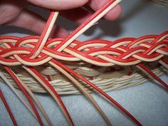NÁVODY | COP - UKONČENÍ VEN Z KOŠE | pedig, dýnka, korálky, ubrousky,koše, kurzy, fotonávody Plait, Weaving Patterns, Weaving Techniques, Gourds, Basket Weaving, Wicker Baskets, Napkins, Beads, How To Make