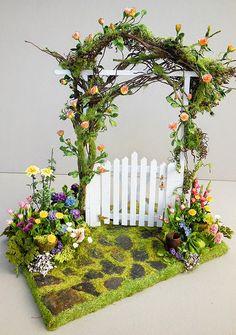 Good Sam Showcase of Miniatures: Flowers