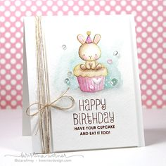 Distress Markers & Mama Elephant Carnival Cupcakes – Color Wednesday #58 - Kristina Werner, stinkin cute card #compartirvideos #happybirthday
