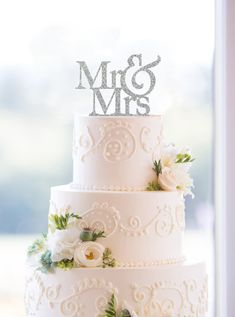 Amazing cake toppers for your wedding day! http://www.love4weddings.gr/cake-toppers/ #elegantwedding #caketoppers