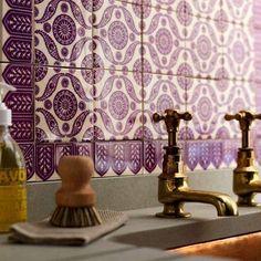 purple-gold-mauve-yellow-bathroom-tiles-moroccan-glamorous-color-combination-wash-boho-kitschy-livingroom-sophistication-eclectic-stylish-baroque-chic