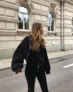 Cute all black casual outfit with trendy puff sleeved sweater. Mode Outfits, Trendy Outfits, Fall Outfits, Fashion Outfits, Fashion Ideas, Unique Fashion, Look Fashion, Vetements Clothing, Paris Mode