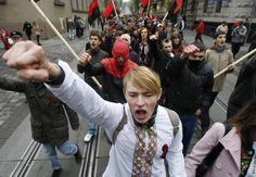 Via Laurent Brayard Ukrainiens, 18 ans, casquette nazie et la haine jusqu'aux tripes, pas de nazis en Ukraine selon nos journalistes