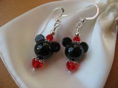 - earrings are about 1 inches in length measured from top of arch on earwires - black beads are handmade lampwork beads, round heads, diameter is about ears measure about end to end - red Swarovski crystals - all other components are sterling silver Mickey Mouse Jewelry, Mickey Mouse Crafts, Mickey Mouse Earrings, Disney Jewelry, Minnie Mouse, Animal Earrings, Beaded Earrings, Earrings Handmade, Beaded Jewelry