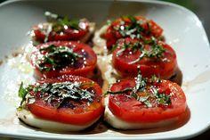 Tomato & Mozzarella Salad via MrsJanuary.com #tomatoes #yummy
