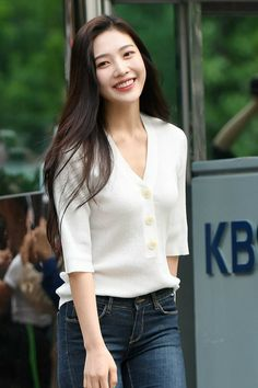Joy-Redvelvet 190628 Music Bank Kpop Fashion, Fashion Outfits, Airport Fashion, Airport Outfits, Asian Woman, Asian Girl, Red Valvet, Red Velvet Joy, Airport Style