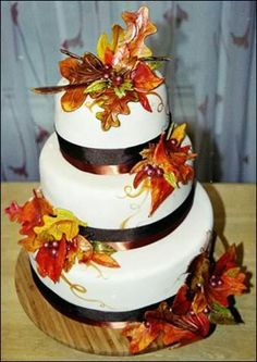 Neat cake for a fall wedding