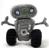 http://translate.googleusercontent.com/translate_c?depth=1&hl=es&rurl=translate.google.es&sl=en&tl=es&u=http://squirrelpicnic.com/2013/07/20/cuddly-robot-crochet-pattern/&usg=ALkJrhiAlvkrqxa558L4qO8OS3Cny7FtLg