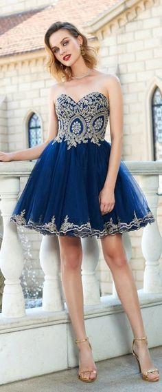 Robe de soirée bleu bustier coeur mi cuisse bsutier coeur appliqué de broderies