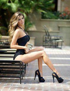 Sexy legs n heels Great Legs, Nice Legs, Beautiful Legs, Gorgeous Women, Sexy Legs And Heels, Hot Heels, Looks Pinterest, Modelos Fashion, Killer Legs