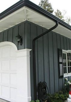 Home Renovation Porch Houses with Black - Simple Channel View on Your Roof Simple and uncomfortable views? just calm down, now you can change or redecorate the look of your roof to make it look more elegant than usual. The roof of the hous… Exterior Paint Colors, Exterior House Colors, Exterior Design, Black Trim Exterior House, White Siding, Black Shutters, Siding Colors, Paint Colours, Modern Exterior
