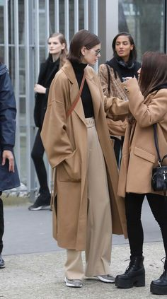 The best street style looks from fashion week. Wearing: Tularosa Fiona Dress / Saint Laurent bag Looking for some more street style inspo? Check out our below posts: Fall Street Style Looks to Inspire… View Post Fashion 90s, Seoul Fashion, Fashion Mode, Cool Street Fashion, Fashion Weeks, Cute Fashion, Look Fashion, Korean Fashion, Winter Fashion