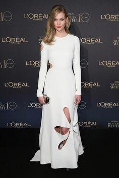 Karlie Kloss en robe Rosie Assoulin de la croisière 2016 lors de la soirée L'Oreal Paris Women of Worth 2015 à New York http://www.vogue.fr/mode/inspirations/diaporama/les-meilleurs-looks-de-la-semaine-dcembre-2015/24078#karlie-kloss-en-robe-rosie-assoulin-de-la-croisire-2016-lors-de-la-soire-loreal-paris-women-of-worth-2015-new-york