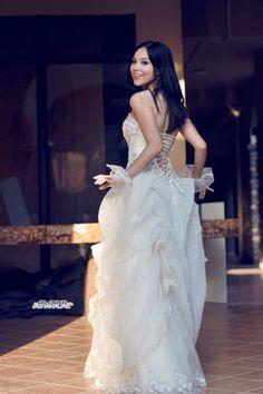 lace up wedding dress