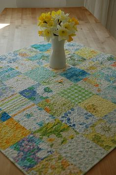 vintage sheets tablecloth, the all over quilting probably strengthens it.Absolutely LOVE this. Vintage Sheets, Vintage Quilts, Vintage Fabrics, Vintage Linen, Vintage Modern, Vintage Sewing, Easy Quilts, Small Quilts, Mini Quilts