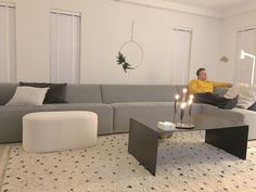 75 vind-ik-leuks, 26 opmerkingen - y v o n n e ❥ (@villadroomhuis) op Instagram: 'Nog even wat gefrutseld vanavond.. had wat in m'n hoofd dan wíl ik er even mee bezig.. er staat…' Couch, Furniture, Instagram, Home Decor, Settee, Decoration Home, Sofa, Room Decor, Home Furnishings