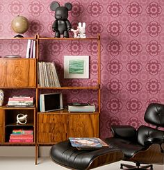 estante e papel de parede