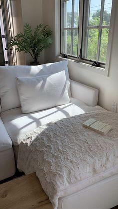 Dream Home Design, Home Interior Design, House Design, Interior Livingroom, Interior Plants, Living Room Decor, Bedroom Decor, 50s Bedroom, Aesthetic Rooms