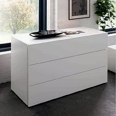 Beautiful white 'Ron' chest of drawers by Morasutti
