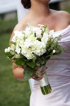 Fabulous bouquets in white  #wedding #flowers