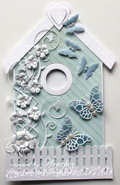 casinha de passarinho azul pastel