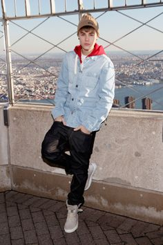 Justin Bieber lights up the Empire State Building Justin Bieber 2015, Justin Bieber Posters, Justin Bieber Pictures, Empire State Building, Estilo Selena Gomez, Sugar Skull Tattoos, Ear Tattoos, Sugar Skull Girl, Justin Hailey