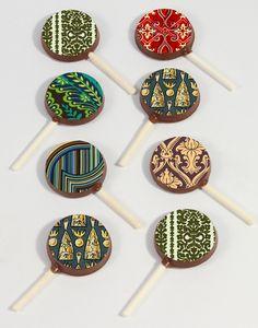 Vintage-Patterned Chocolate Pops