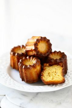 cannelés - french pastry with a caramel crunchy crust on the outside Yummy Treats, Sweet Treats, Yummy Food, Just Desserts, Dessert Recipes, Patisserie Fine, Tapas, How Sweet Eats, Food Inspiration