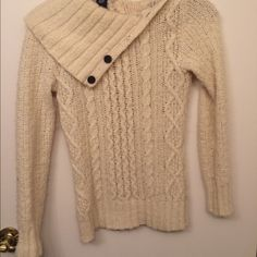 Gap sweater Gap off white sweater. Perfect for the cold winter months. GAP Sweaters Cowl & Turtlenecks