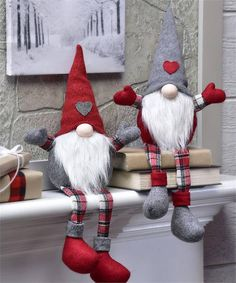 This listing is for one fabric Holiday Gnome. Felt, woolen and knit fabrics in red and grey with long white fabric beards. 2 different designs to choose from: - Gnome with Red Cap (the gnome on the left in picture 1) - Gnome with Grey Cap (the gnome on the right in picture 1) Purchase