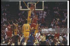 Fotografia de notícias : Guard Scottie Pippen of the Chicago Bulls goes up...