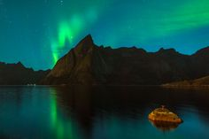 Are you a beginner in Northern Lights photography? Don't worry anyone can take pictures of Aurora Borealis with some basic knowledge. Lofoten, Aurora Borealis, Norway, Landscape Photography, Islands, Northern Lights, Mountain, How To Plan, Pictures