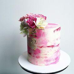 Fresh blooms ❤️ #watercolourcake #buttercreamcake #donttellcharles #flowers…