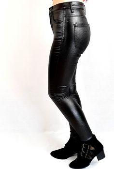 Faux leather pants #fauxleather #fauxleatherpants #clothing #pants #clothes #fashion All Black Fashion, Pink Fashion, Festival Outfits, Festival Fashion, Natural Stone Jewelry, Faux Leather Pants, Colour Board, Online Fashion Stores, Black Heart