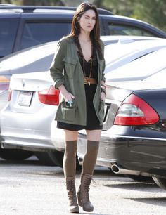 She always looks sexy, not only the time in movies or in the red carpet moments, some paparazzi took pictures of Megan Fox street style when outside Megan Fox Outfits, Cute Outfits, Style Megan Fox, Army Coat, Megan Denise Fox, Mode Style, Parka, Winter Outfits, Celebrity Style
