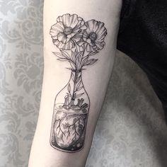 50 Herz Tattoos für Frauen – Tattoo Motive 50 heart tattoos for women Botanisches Tattoo, Tattoo Trend, Tattoo Motive, Piercing Tattoo, Body Art Tattoos, New Tattoos, Hand Tattoos, Brain Tattoo, Tatoos