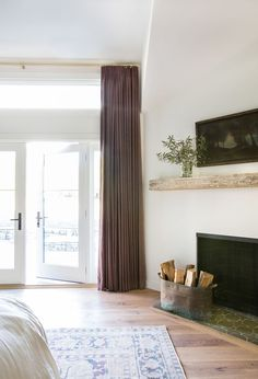 Amber Interiors Design Studio is a full-service interior design firm based in Los Angeles, California, founded by Amber Lewis. We serve clients worldwide with services ranging from interior design, interior architecture to furniture design. Interior Design Studio, Interior Design Inspiration, Home Decor Inspiration, Design Ideas, Small Living Rooms, Home And Living, Living Spaces, Mantel Styling, Simple Fireplace