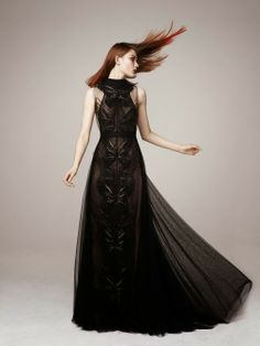 Floor length black couture gown with embroidery Soda Catwalk Fashion, Fashion Week, High Fashion, Fashion Show, Fashion Design, Net Fashion, Timeless Fashion, Fashion Art, Style Couture