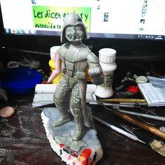 Trabajo difícil pero me ha dado resultados bastante satisfactorios, y ni se diga de lo que uno ha aprendido. Pronto lo verán pintado y bien armado con su sable de luz. #starwars  #sith #movie #lucasarts  #modelismo #sculptor  #Sculpt  #ladooscuro  #lordsith  #anakin  #handmade #epoxi #learn #improve #soytupadre  #artesanal #sculture #escultura